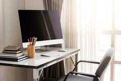 Lege computerdesktop met toetsenbord, agenda en andere toebehoren Royalty-vrije Stock Foto