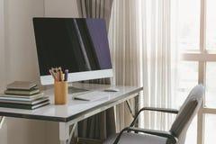 Lege computerdesktop met toetsenbord, agenda en andere toebehoren Royalty-vrije Stock Afbeeldingen