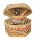 Lege decoratieve mand hexagonale vorm met een open dekselisol Stock Foto's
