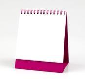 Lege die bureaukalender, op witte achtergrond wordt geïsoleerd Stock Afbeeldingen