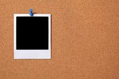 Lege die foto aan een cork raad wordt gespeld Stock Afbeeldingen