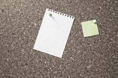 Lege document nota's over een raad Royalty-vrije Stock Afbeeldingen