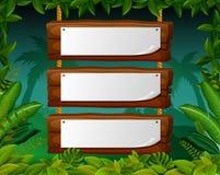 Lege document spatie op houten uithangbord in het bos stock illustratie