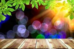 Lege donkere houten lijst voor samenvatting vage bokeh achtergrond stock fotografie