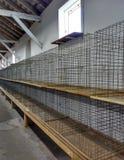 Lege Draadkooien voor Kippen, Hanen, Konijnen, of Andere Kleine Dieren of Huisdieren, Pennsylvania, de V.S. Stock Foto