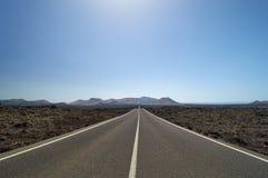 Lege en rechte weg door de lavagebieden Royalty-vrije Stock Afbeelding