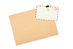 Lege envelop en prentbriefkaaren Stock Fotografie