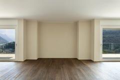 Lege flat met vensters stock afbeelding