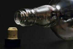Lege fles en cork stock fotografie