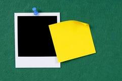Lege fotodruk met gele kleverige nota Royalty-vrije Stock Foto's