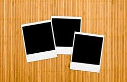 Lege fotoframes op bamboe Royalty-vrije Stock Foto's