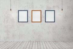 Lege fotokaders op de muur Stock Afbeeldingen