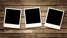 Lege fotokaders op houten achtergrond Stock Foto