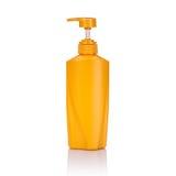 Lege gele plastic die pompfles voor shampoo of zeep wordt gebruikt Studi Royalty-vrije Stock Foto
