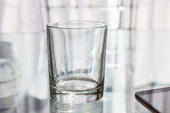 Lege Glas Korte Tuimelschakelaar voor dranken Model Stock Illustratie