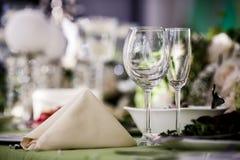 Lege glazen in restaurant Royalty-vrije Stock Afbeeldingen