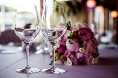 Lege glazen in restaurant Royalty-vrije Stock Afbeelding
