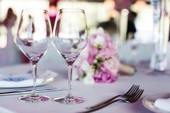 Lege glazen in restaurant Royalty-vrije Stock Foto's