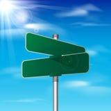 Lege groene verkeersverkeersteken op hemelachtergrond Stock Fotografie