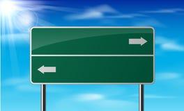Lege groene verkeersverkeersteken op hemelachtergrond Royalty-vrije Stock Foto