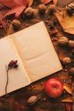 Lege het exemplaarruimte van de agendapagina met de herfstdecoratie royalty-vrije stock afbeeldingen