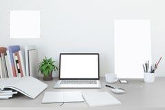 Lege het schermlaptop Spot omhoog in huis workpark met koffiekop en boek in het huiswerk , 3d geef terug Royalty-vrije Stock Foto's