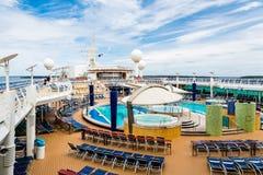 Lege Hete Tonnen op Dek van Cruiseschip Stock Foto's