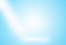 Lege hoogste witte marmeren planken of marmeren lijst aangaande blauwe gradiëntachtergrond Stock Afbeeldingen