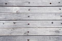 Lege houten geschilderde witte lijstoppervlakte, lichte houten textuurachtergrond, uitstekende planken met oud natuurlijk patroon Stock Foto's