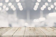Lege houten lijst en Vage achtergrond - Opslag van het winkelen ma stock afbeeldingen