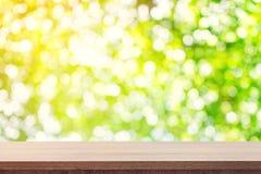 Lege houten lijst voor productplaatsing of montering en groen BO royalty-vrije stock fotografie