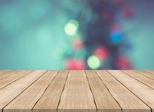 Lege houten lijstbovenkant op vage achtergrond, voor montering uw prik Stock Foto
