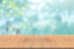 Lege houten lijstbovenkant op vage achtergrond, voor montering uw prik Stock Fotografie