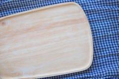 Lege houten plaat voor voedsel en groente Royalty-vrije Stock Foto's