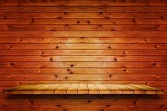 Lege houten plank op oude houten muurachtergrond stock afbeelding