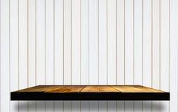 lege houten planken op houten muur Stock Afbeelding