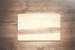 Lege houten scherpe raad op een houten achtergrond Royalty-vrije Stock Foto's