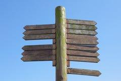 Lege houten voorziet van wegwijzers Stock Afbeelding
