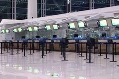 Lege incheckbalie bij de luchthaven royalty-vrije stock afbeelding