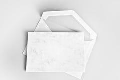 Lege kantoorbehoeften: kaart en envelop Stock Foto