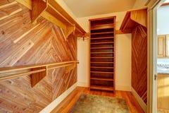 Lege kast met hout met panelen beklede muren Royalty-vrije Stock Afbeelding