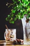 Lege kop van koffie van onder de lijst royalty-vrije stock foto's