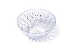 Lege kristalvaas op wit stock afbeelding