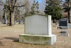 Lege Landelijke Begraafplaatsgrafzerk. Stock Foto's