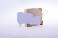 Lege lege toespraakbel en een boek Stock Fotografie
