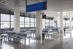 Lege luchthaven het wachten zaal Royalty-vrije Stock Foto