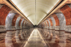Lege metro van het Overwinningspark post Stock Foto