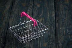 Lege Miniatuur het Winkelen Mand Royalty-vrije Stock Afbeeldingen