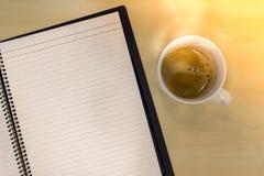 Lege nota met koffie Stock Foto