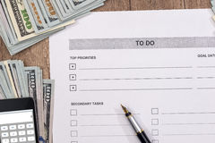 lege 2017 om lijst met geld en calculator te doen Royalty-vrije Stock Afbeeldingen
